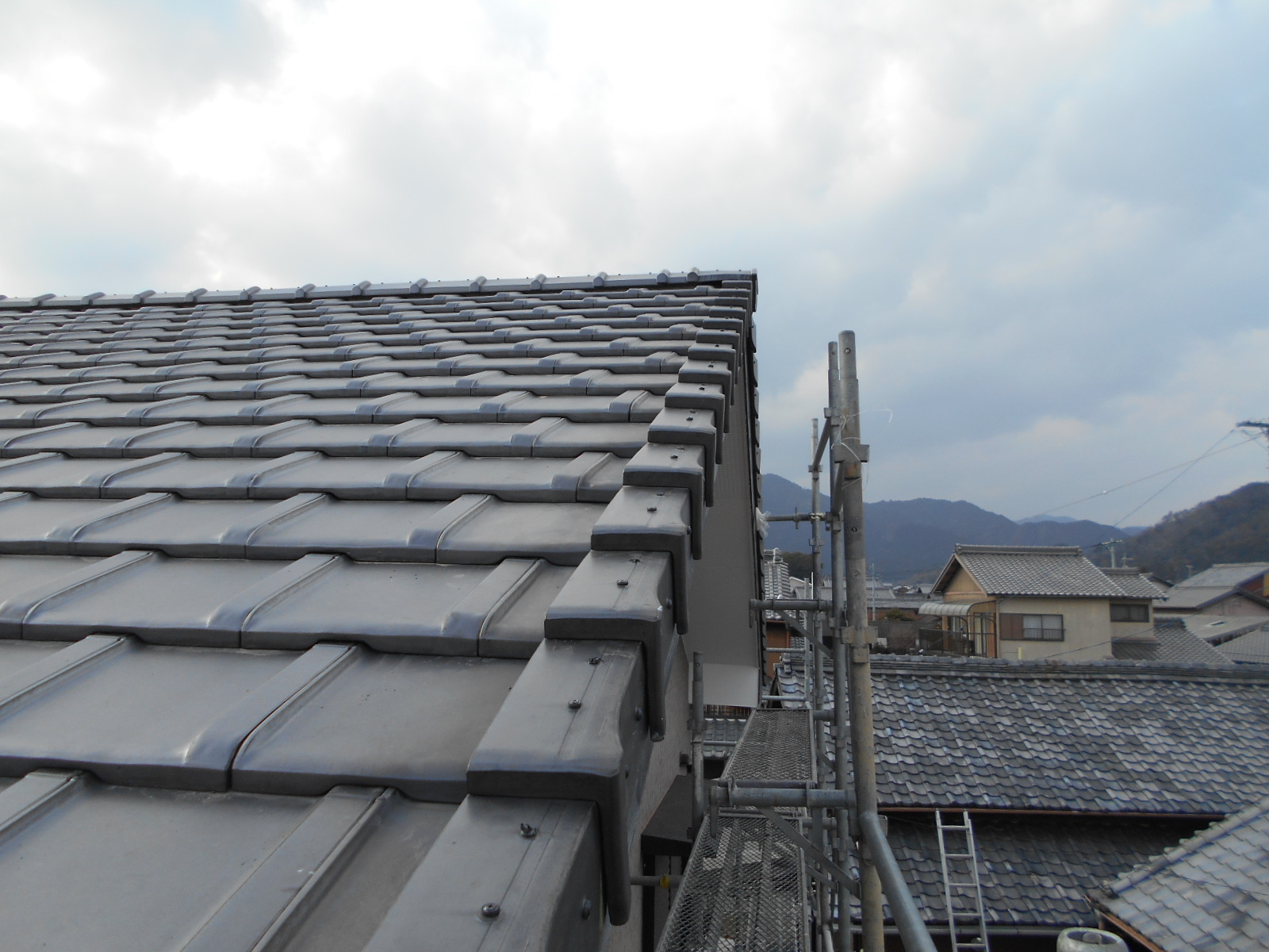 雨漏り屋根袖瓦修理 津市関町