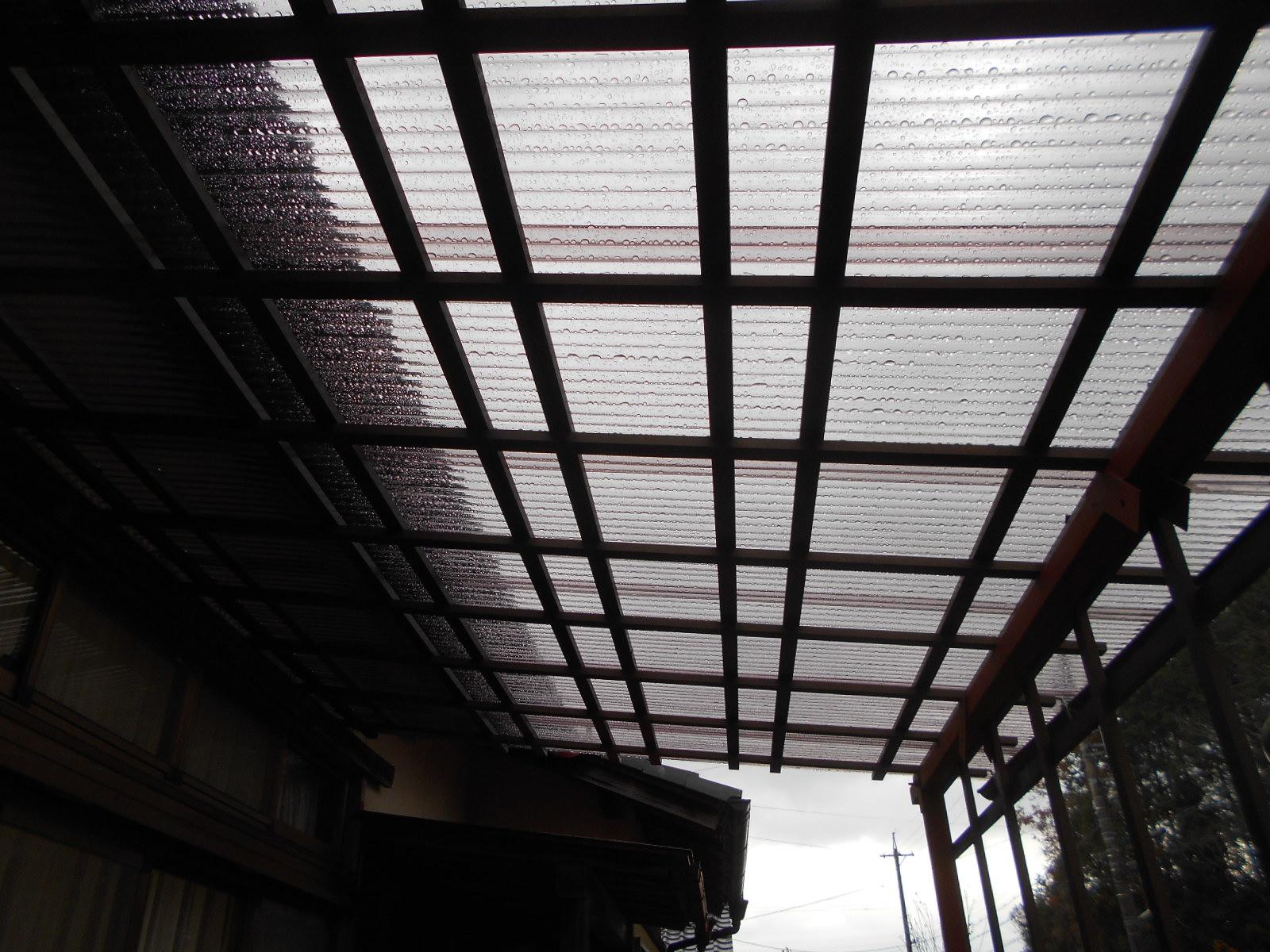 テラス屋根ポリカ波板葺き工事