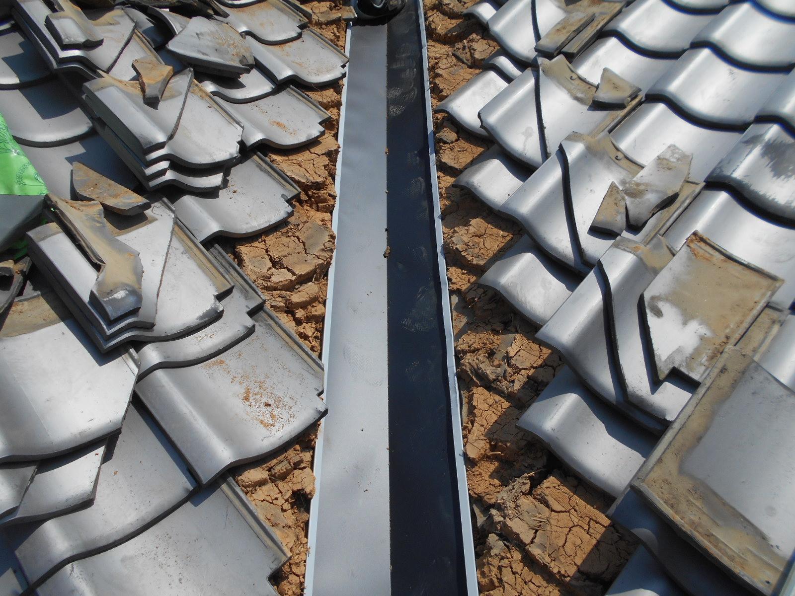 明和町大淀で谷板の入れ替え工事