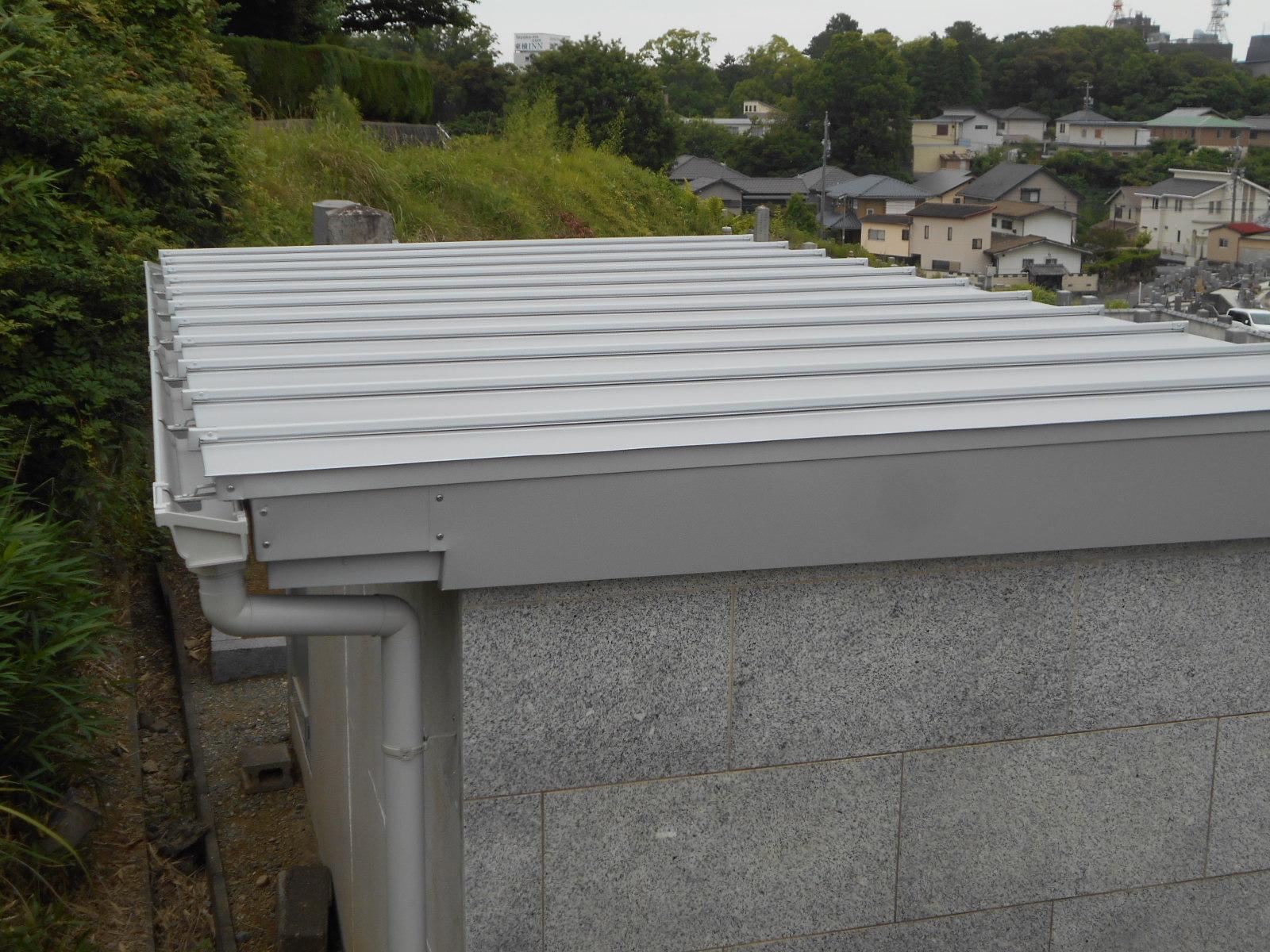 津市で金属の屋根工事
